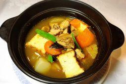 鶏肉と根菜のピリ辛煮