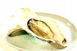 知内産 牡蠣の殻焼き