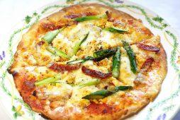 アスパラのミモザ風ピザ