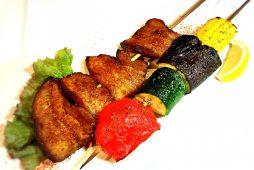 八雲ポークと夏野菜のスパイシー串焼き