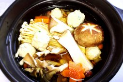 鶏つくね入りきのこたっぷり鍋