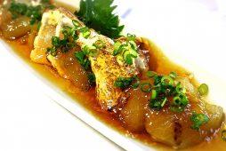 焼き茄子と炙りササミの生姜ジュレ