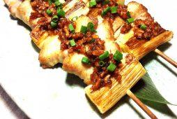 八雲豚のピリ辛串焼き