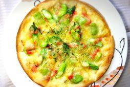アスパラと空豆のピザ~明太風味~