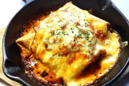 スパイシートルティーヤのチーズ焼き(エンチラーダ)
