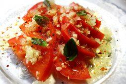 冷たいトマトのサラダ