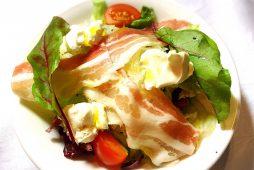 パンチェッタとクリームチーズのサラダ