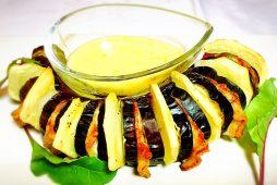 茄子と豚肉とダンシャクの挟み焼き~柚子胡椒3種チーズソース~