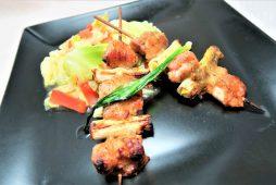 知床鶏と蕗の薹の味噌串焼き