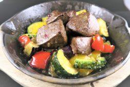 夏野菜とラムレバーの辛味噌焼き