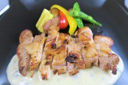 夏野菜と八雲豚のガーリック焼き(チーズソース)