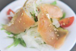 秋鮭のスモークサラダ