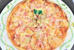 ズワイガニとベーコンのピザ