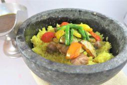 八雲豚と夏野菜の石焼きカレー