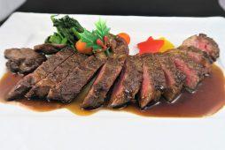 十勝産牛ロースのステーキ<br /> 赤ワインとメープルのソース